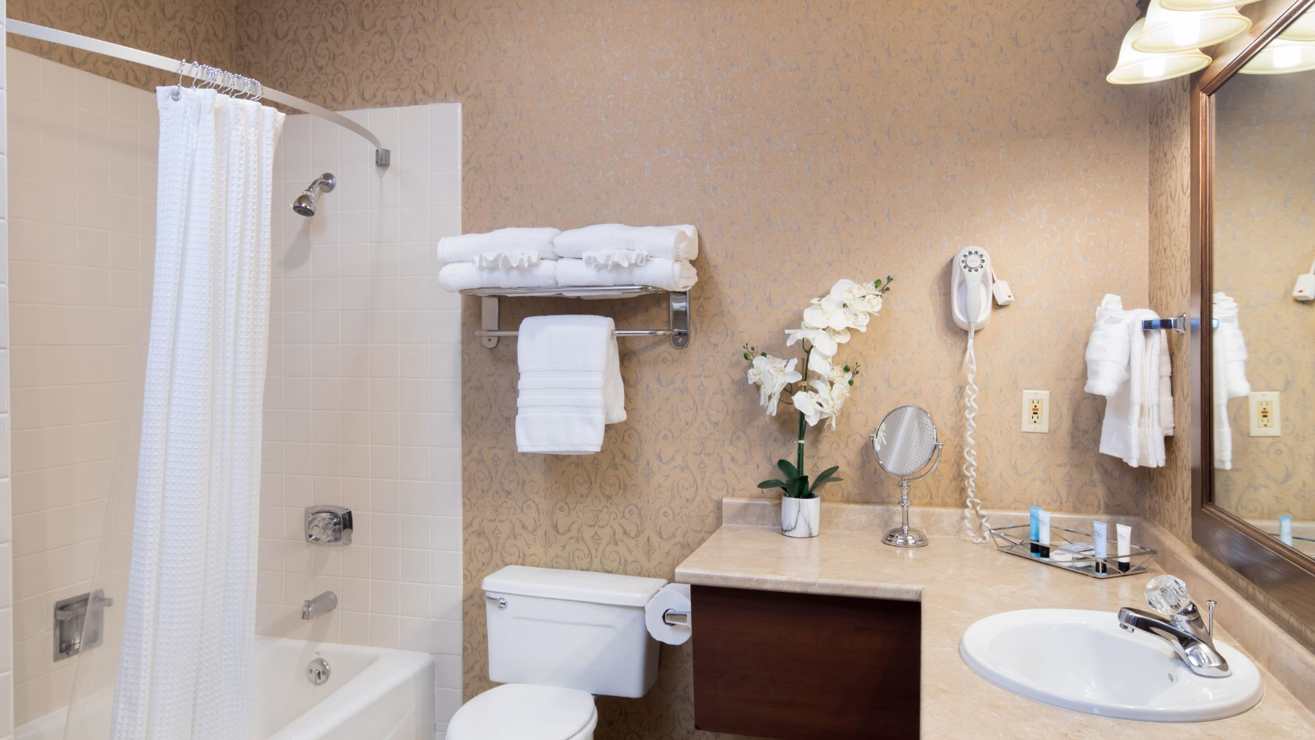 Rapid City SD Hotels: Grand Gateway Hotel Black Hills Rapid City Rapid City South Dakota ...
